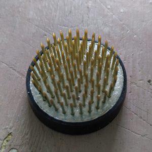 Metallinen kukkasiili kumireunuksella